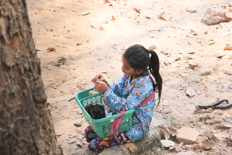 kids selling bracelets, faces of angkor wat, faces of cambodia, cambodian kids
